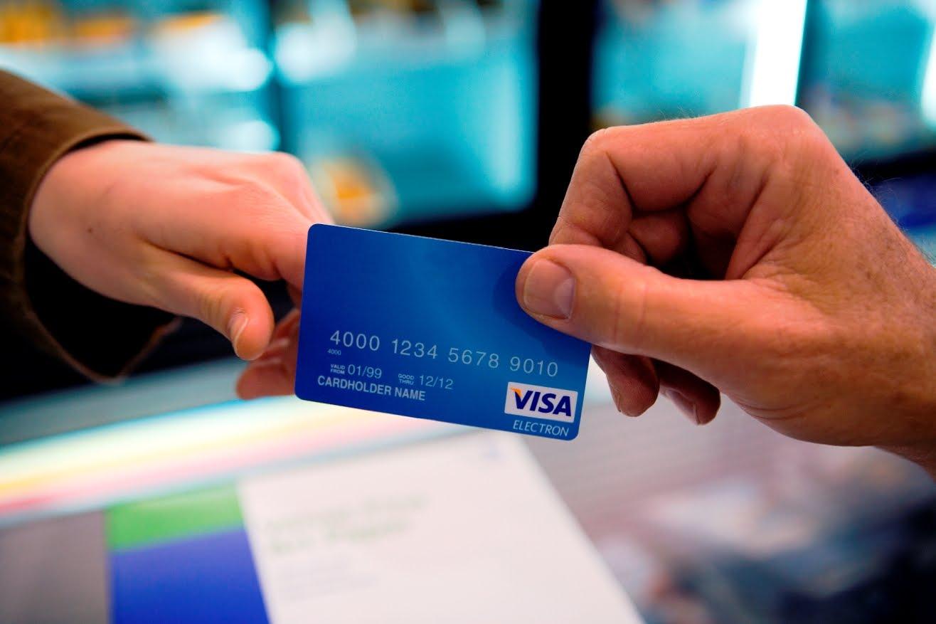 Nên làm thẻ Visa tại ngân hàng nào tốt nhất